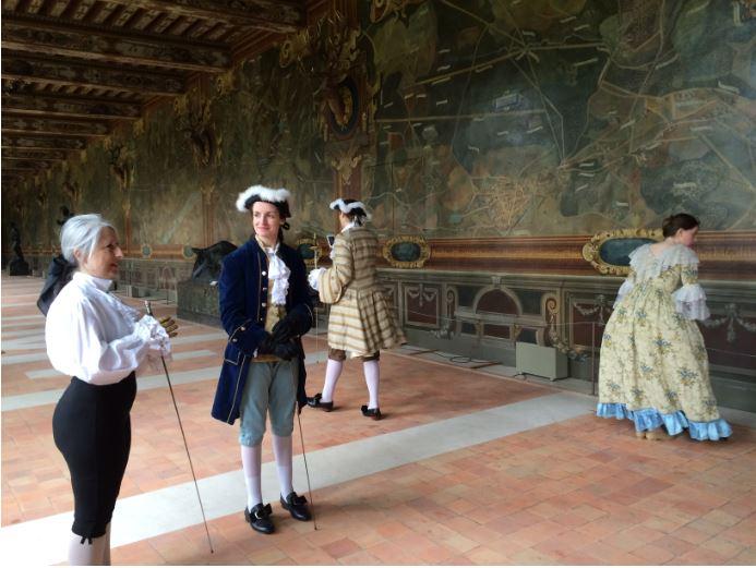 Avant d'entrer en scène devant le public pour une démonstration d'escrime ! - Galerie des Cerfs, Château de Fontainebleau