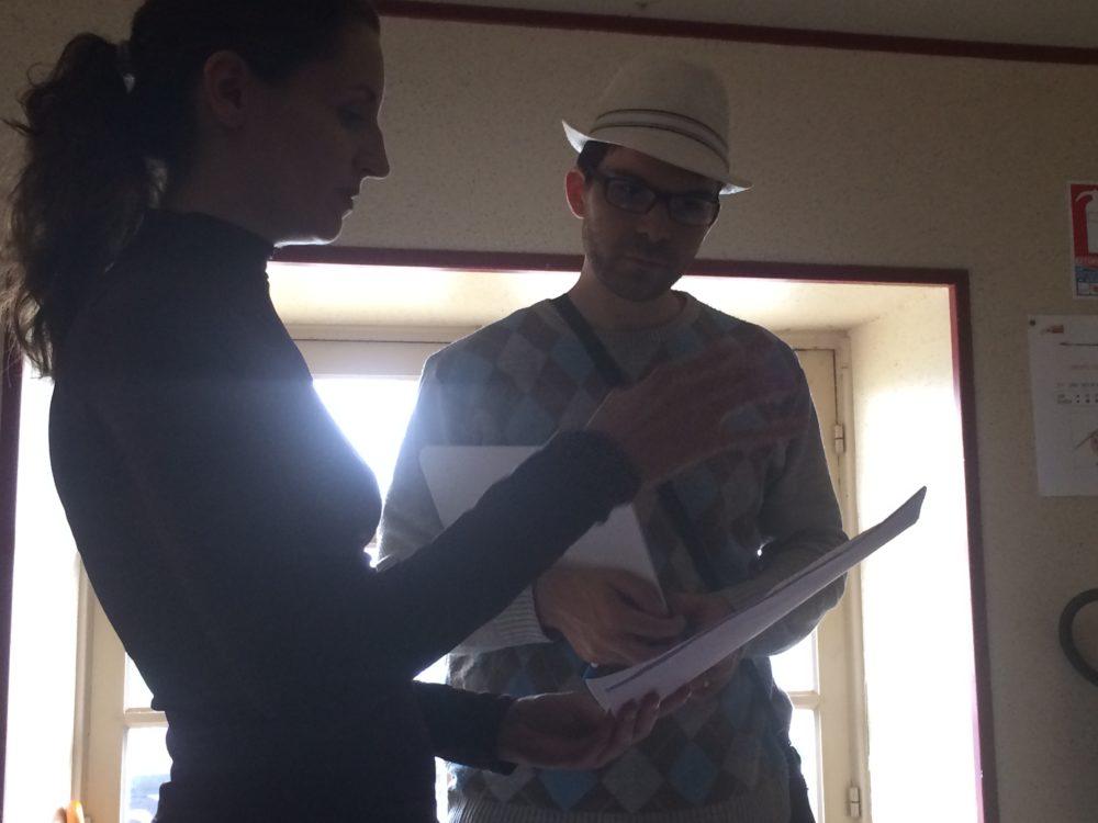 Discussion autour du script avec le créateur de la série