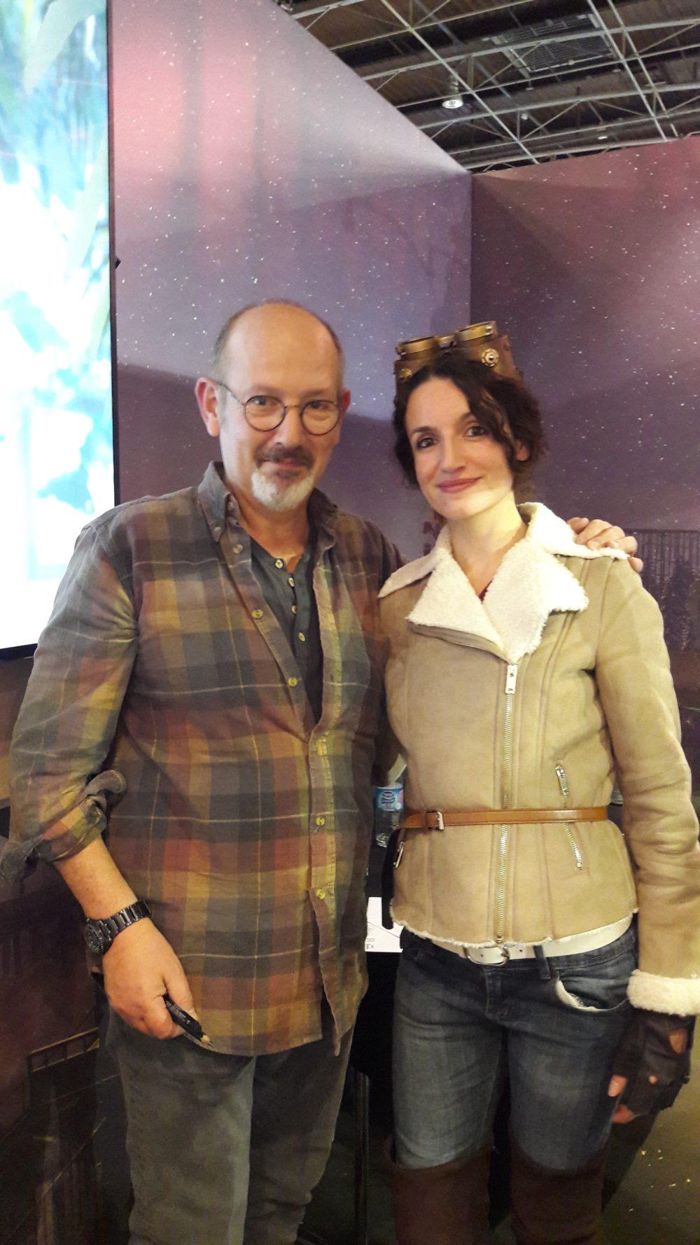 Cosplay officiel de Kate Walker (Syberia 3) avec Benoit Sokal, le créateur du jeu.